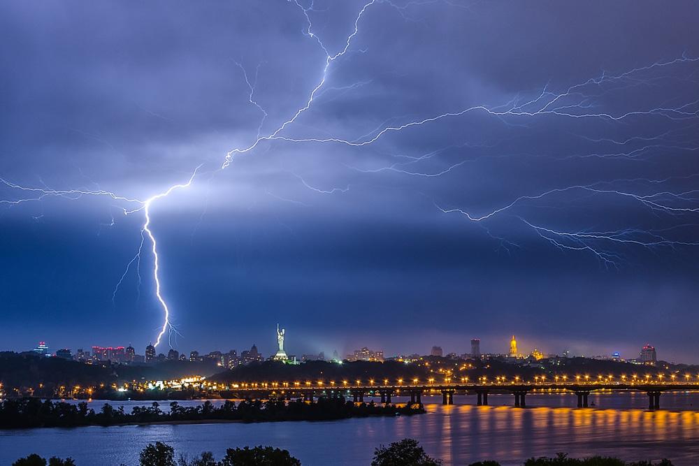 Молния над Киевом. Май