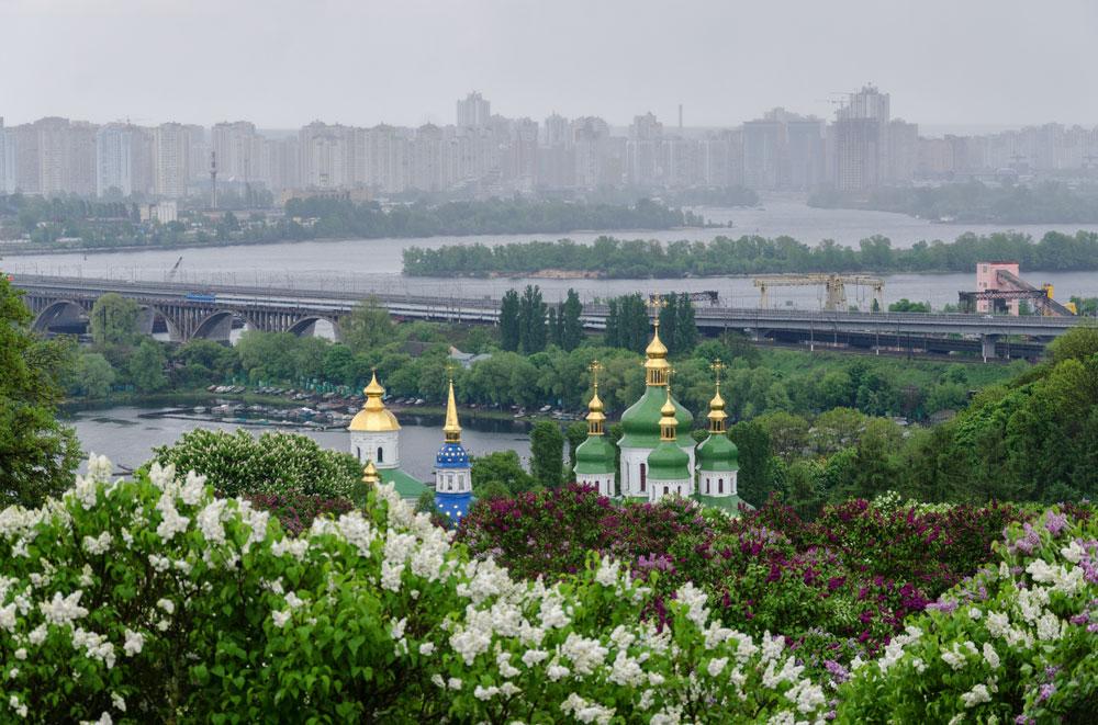Вид на Выдубический монастырь