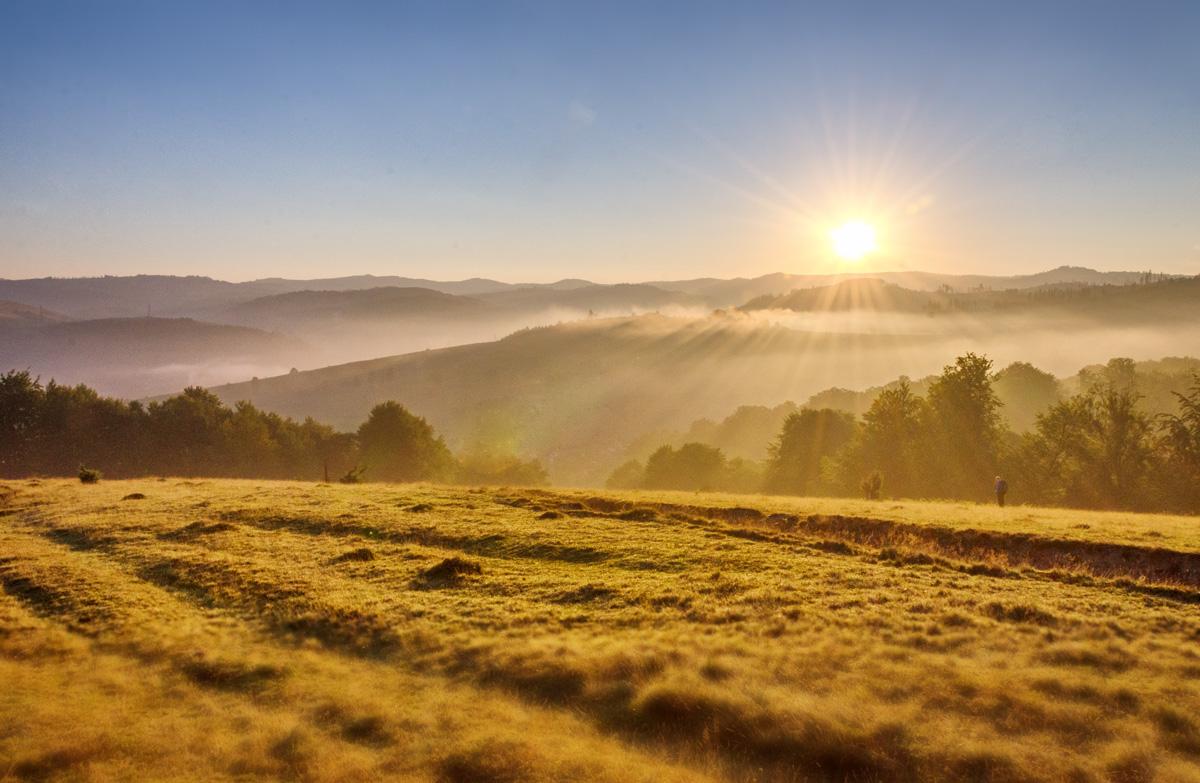 Рассвет над Воловцом. Карпаты. Украина